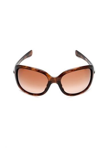 Oakley Oo 9122 Col 06 60-18-123 Kadın Güneş Gözlüğü Kahve